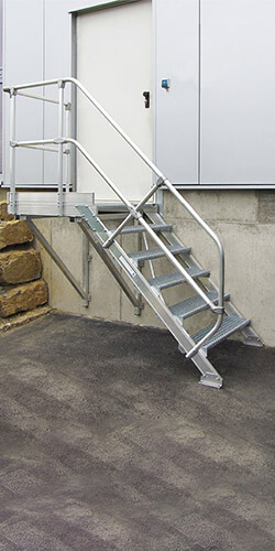 Vaste trappen met platform 45°