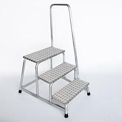 Aluminium plateautrap, traanplaat treden met leuning 50043