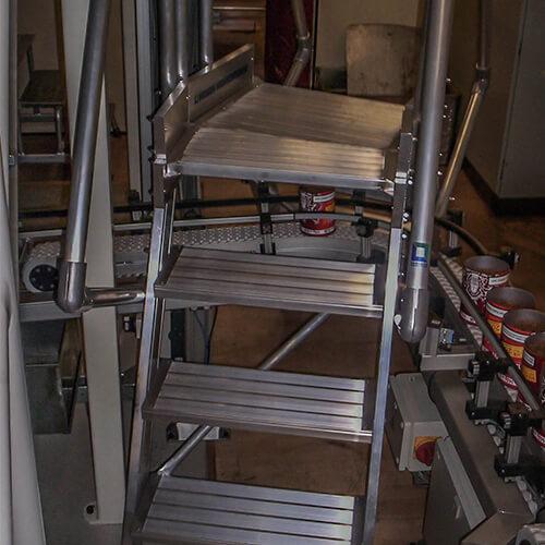 Aluminium brugtrap met gedraaid platform - Roossien Hoogwerktechniek