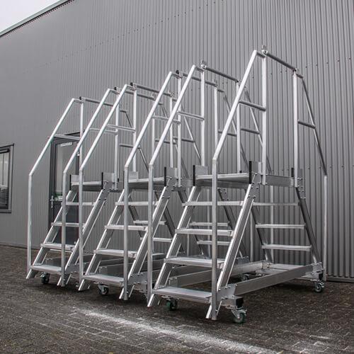 Maatwerk brugtrappen van Roossien Hoogwerktechniek