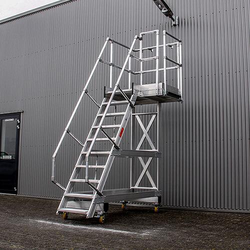 Maatwerken platformtrappen van Roossien Hoogwerktechniek