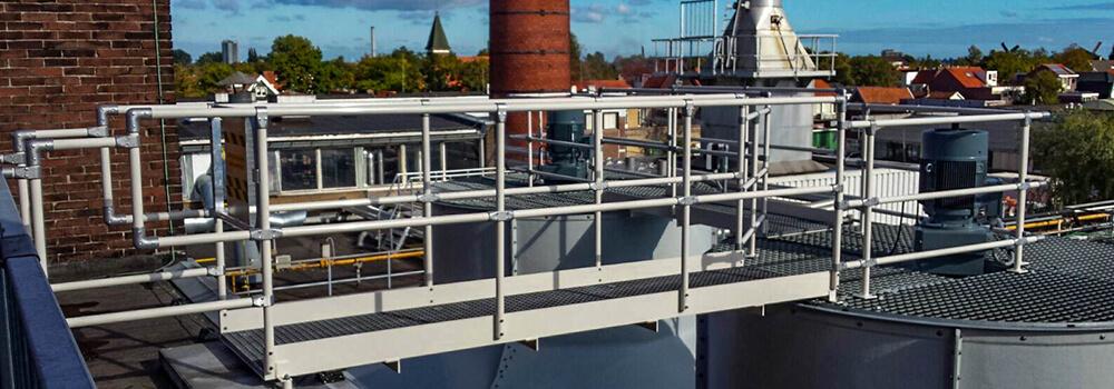 Loopbruggen met volledig leuningwerk - Roossien Hoogwerktechniek