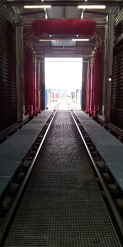 Roostervloeren voor onderhoud aan een trein - Roossien Hoogwerktechniek